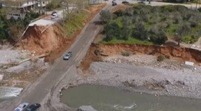 Χανιά: Κάτοικοι κατασκεύασαν «αυτοσχέδιο δρόμο» έπειτα από την κατάρρευση γέφυρας