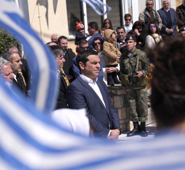 Οι Τούρκοι επιχείρησαν να προσεγγίσουν το ελικόπτερο του πρωθυπουργού - Τσίπρας: - Ανόητες ενέργειες, χαλάνε κηροζίνη