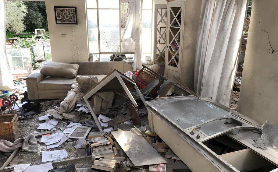 Ισραήλ: Iσοπεδώθηκε σπίτι από επίθεση με ρουκέτα - Eπτά τραυματίες