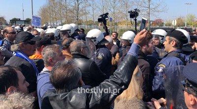 Πολίτες προσπάθησαν να πλησιάσουν τους επισήμους στη Θεσσαλονίκη
