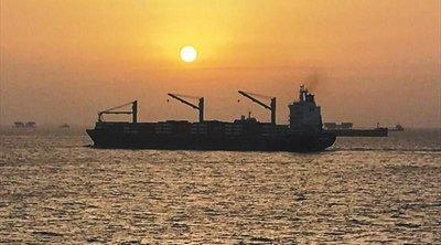 Φορτηγό πλοίο πλέει ακυβέρνητο στα ανοιχτά της Ζακύνθου
