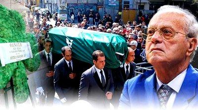 Σε κλίμα συγκίνησης η κηδεία του Θανάση Γιαννακόπουλου - Πλήθος κόσμου στην Ιερά Μητρόπολη Αθηνών αποχαιρέτησε τον «Τυφώνα»