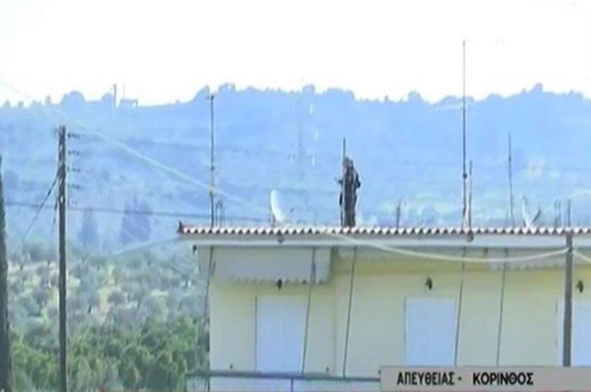 «Αστακός» το σπίτι του 35χρονου στην Κόρινθο - Φόβοι για βεντέτα μετά την αυτοδικία