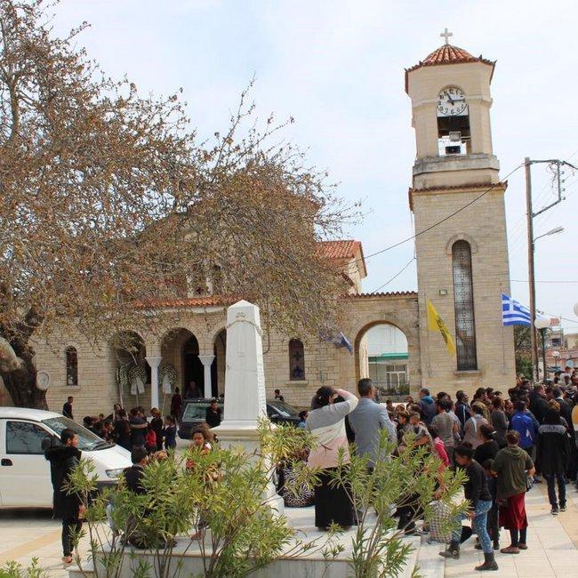 Οργή στην κηδεία του 52χρονου Ρομά που πυροβολήθηκε όταν πήγε να κλέψει - «Φρούριο» το σπίτι του δράστη