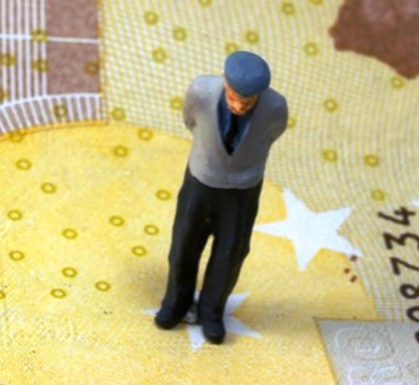 Αυξήσεις συντάξεων σε 2 εκατ. συνταξιούχους με τις δόσεις των αναδρομικών - Αναλυτικά τα ποσά των επιστροφών