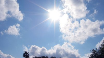 Καιρός: Σε υψηλά επίπεδα και σήμερα ο υδράργυρος - Πού θα εκδηλωθούν τοπικές βροχές