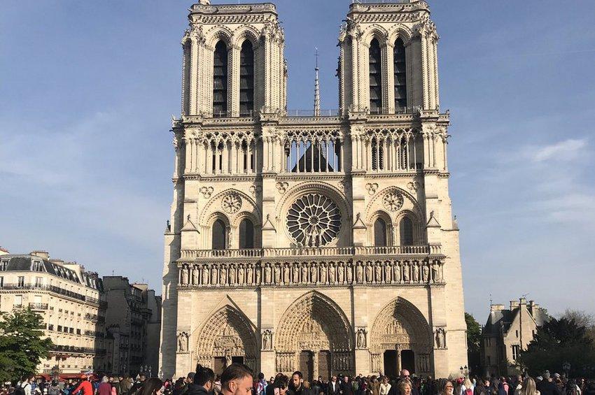 Παναγία των Παρισίων: Η ιστορία της εμβληματικής εκκλησίας του Ουγκώ