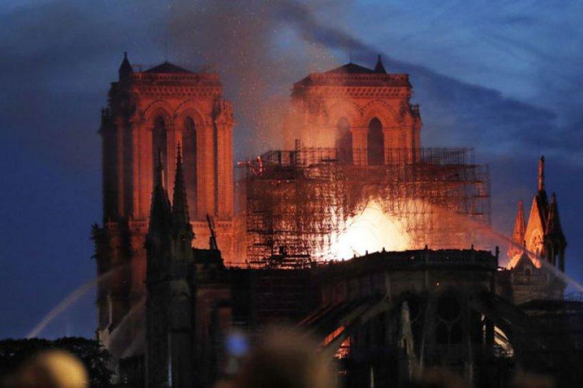 Δωρεές 300 εκατ. ευρώ για την ανοικοδόμηση της Παναγίας των Παρισίων