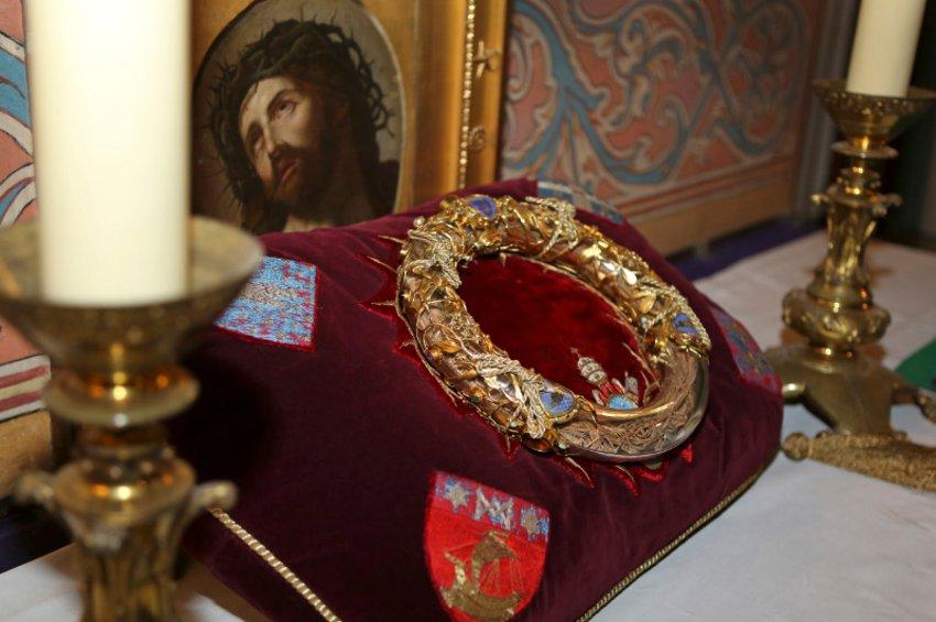 Ιερέας μπήκε στις φλόγες για να σώσει το Ακάνθινο Στεφάνι στην Παναγία των Παρισίων