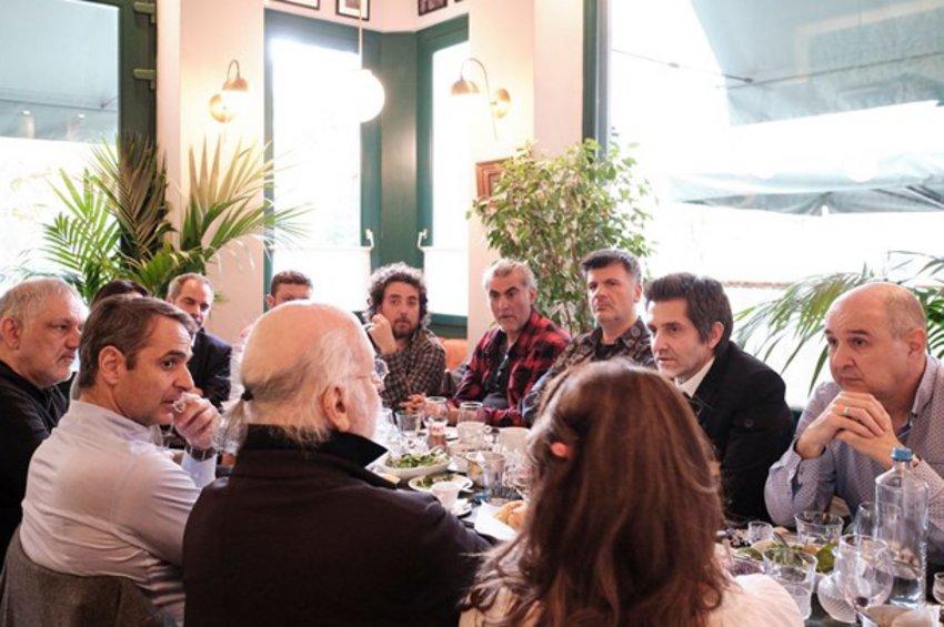 Ο Φοίβος Δεληβοριάς ζητεί να αποσυρθεί η εικόνα του από το βίντεο της ΝΔ