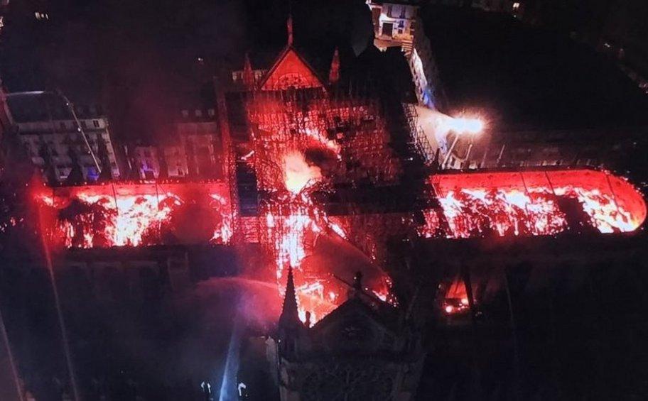 Παναγία των Παρισίων: Βραχυκύκλωμα η αιτία της καταστροφικής πυρκαγιάς