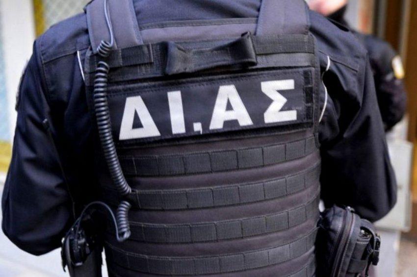 Δέκα συλλήψεις για την επίθεση κατά αστυνομικών στη Βούλα