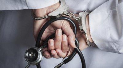 Προφυλακίστηκε ο γιατρός που κατηγορείται για ασέλγεια σε βάρος ανηλίκων στη Θήβα