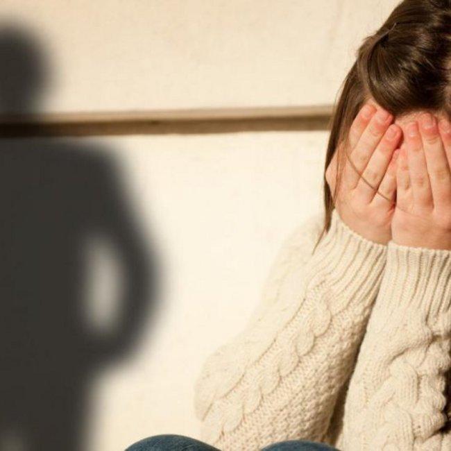 Νέα ανατριχιαστική καταγγελία από 28χρονη για τον 60χρονο γιατρό στη Θήβα: Με βίαζε όταν ήμουν 13 χρόνων!