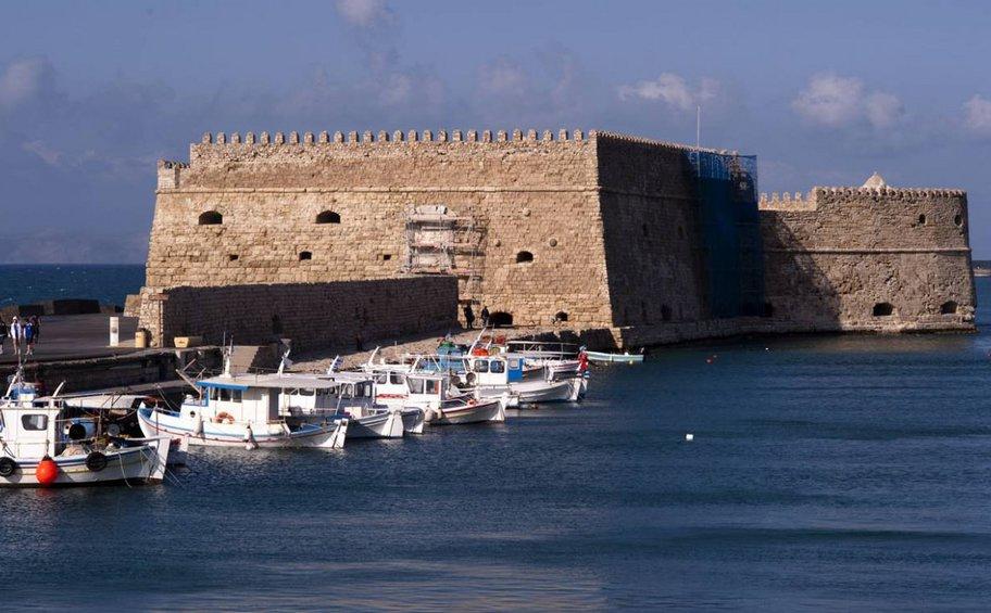 Έκαναν τραγούδι το... φαινόμενο Airbnb στην Κρήτη!