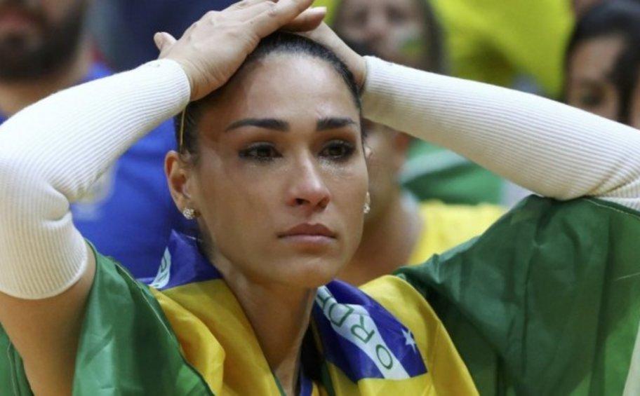 Σοκ: Βολεϊμπολίστρια λιποθύμησε on air