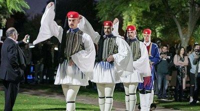 Συγκίνησαν οι Έλληνες Εύζωνοι στην Αυστραλία