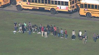 Δέκα παιδιά τραυματίστηκαν από σκάγια στην αυλή του σχολείου τους
