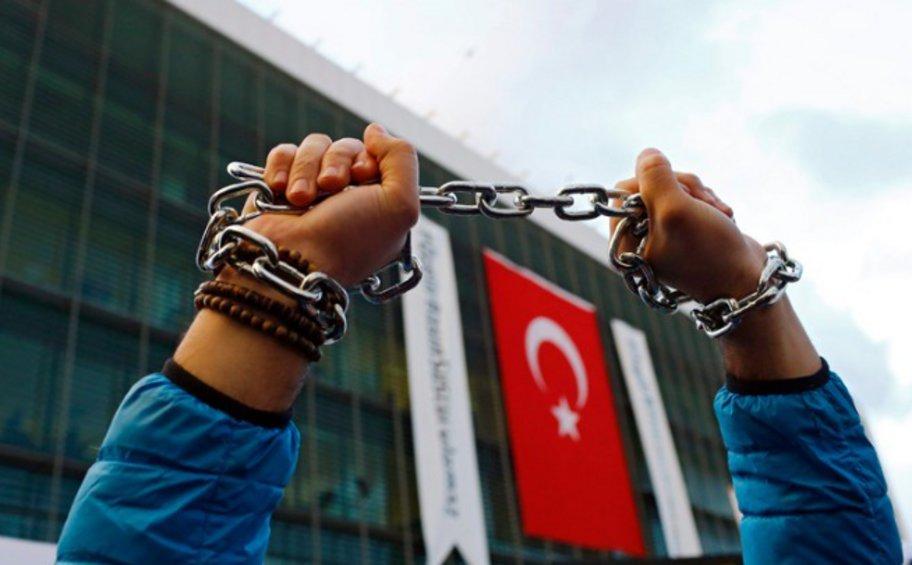 Νέες αθρόες συλλήψεις 210 τούρκων στρατιωτικών για συνεργασία με Γκιουλέν