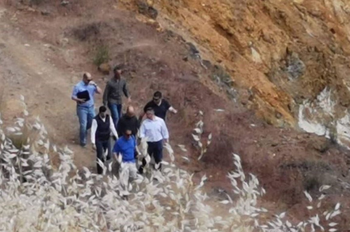 e07921f521 Κύπρος  Η στιγμή που ο «Ορέστης» δείχνει που πέταξε τα πτώματα -  Εντοπίστηκαν δυο βαλίτσες στη Λίμνη