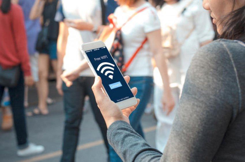 Οι 59 Δήμοι στην Ελλάδα που χρηματοδοτεί η ΕΕ για δωρεάν Wi-Fi σε δημόσιους χώρους