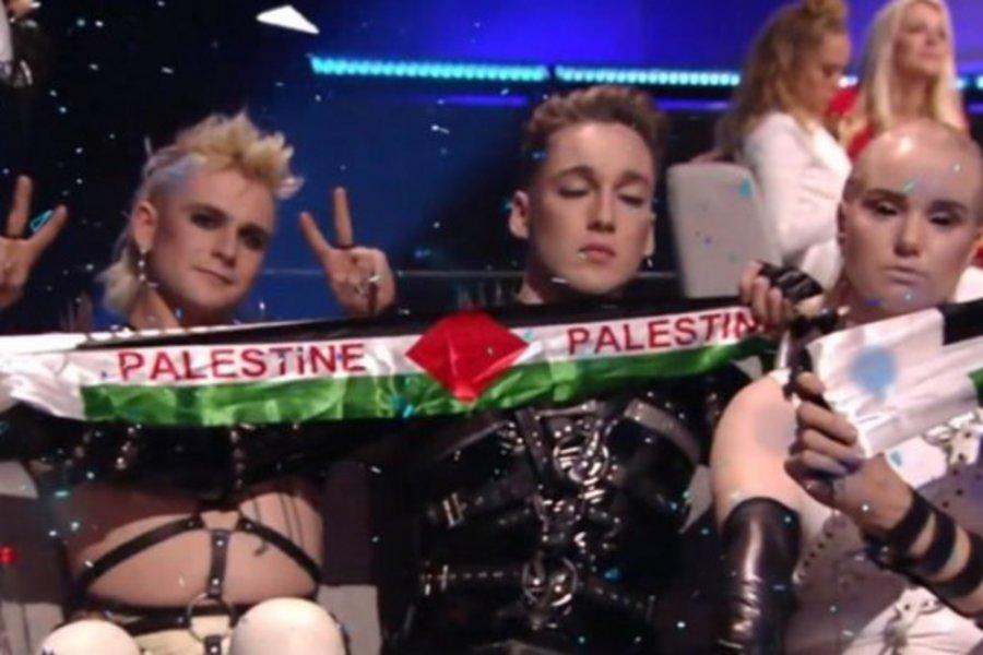 Η στιγμή που η αποστολή της Ισλανδίας σήκωσε σημαίες της Παλαιστίνης στην Eurovision