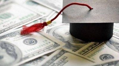 ΗΠΑ: Η απρόσμενη δωρεά ενός δισεκατομμυριούχου ανακινεί το θέμα των φοιτητικών δανείων που «πνίγουν» χιλιάδες νέους