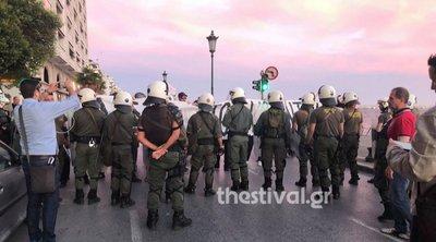 Διαμαρτυρία για τον Κουφοντίνα έξω από τον χώρο ομιλίας του Τσίπρα - Ένταση με τα ΜΑΤ