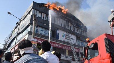 Ινδία: Τουλάχιστον 18 μαθητές νεκροί σε πυρκαγιά που ξέσπασε σε εμπορικό κέντρο