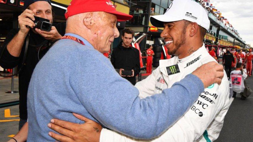 Ο Χάμιλτον αφιέρωσε την pole position στη μνήμη του Νίκι Λάουντα