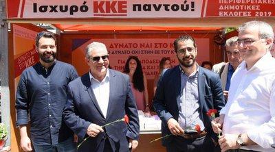 Στο Περιστέρι ο Κουτσούμπας για επίσκεψη στο εκλογικό περίπτερο του ΚΚΕ και χαλαρό γεύμα