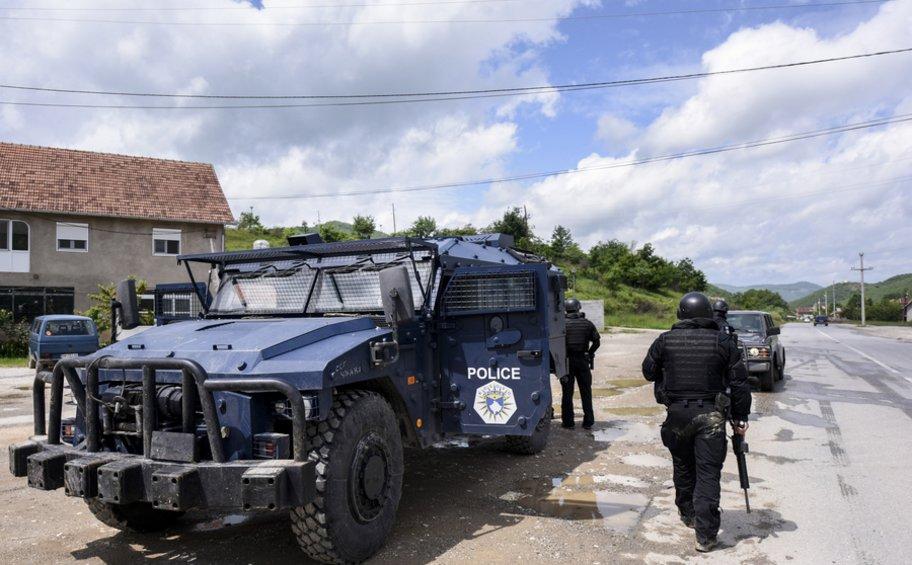 Σερβία-Κόσοβο: Πόλεμος νεύρων με αστυνομία, στρατό και πολεμική αεροπορία στα διοικητικά σύνορα