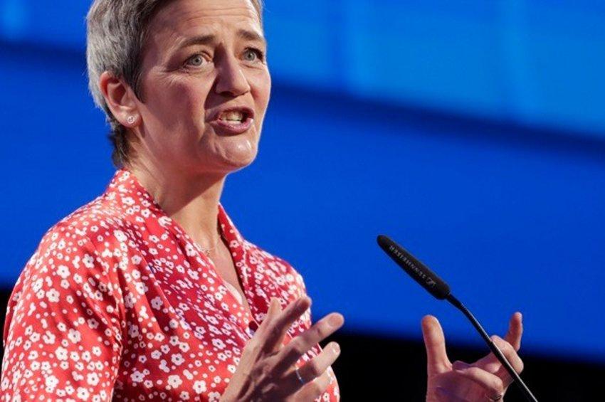 Επίτροπος Βεστάγκερ: Η ισχυρή θέση που έχουν στην αγορά οι τεχνολογικοί κολοσσοί ενέχει ευθύνες