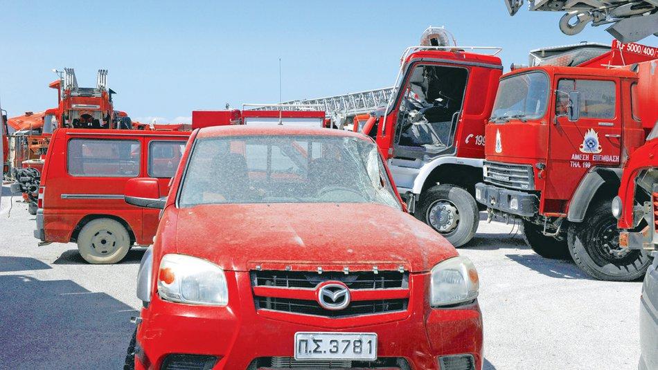 Σκάνδαλο: 100 πυροσβεστικά «σαπίζουν» σε αμαξοστάσιο στα Μέγαρα