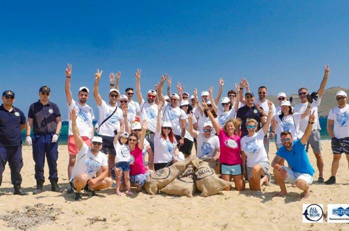 Η Green Team του ΟΦΕΤ καθάρισε θάλασσες της Μυκόνου