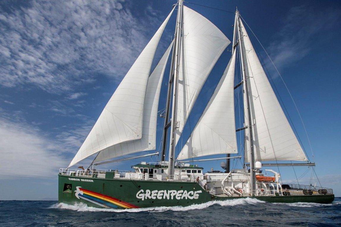 Στις ελληνικές θάλασσες το ιστορικό πλοίο «Rainbow Warrior» της Greenpeace