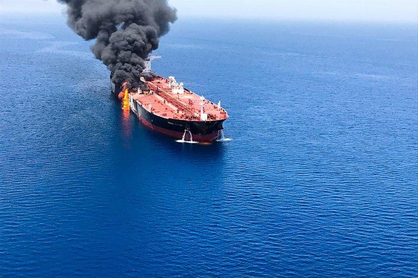 «Πυριτιδαποθήκη» ο Περσικός: Θρίλερ με την επίθεση σε τάνκερ στο κόλπο του Ομάν - Οι εξελίξεις και οι αντιδράσεις