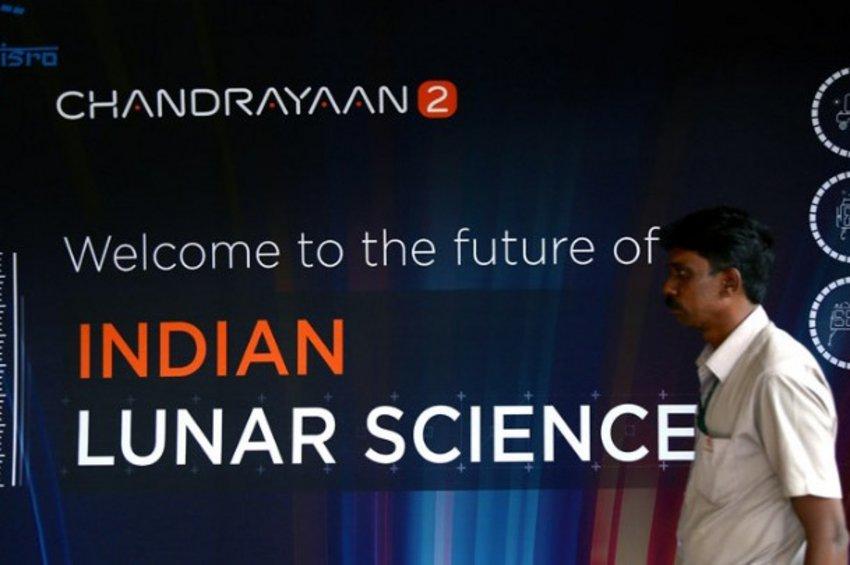 Η Ινδία ετοιμάζεται να εκτοξεύσει για τη Σελήνη το σκάφος Chandrayaan-2