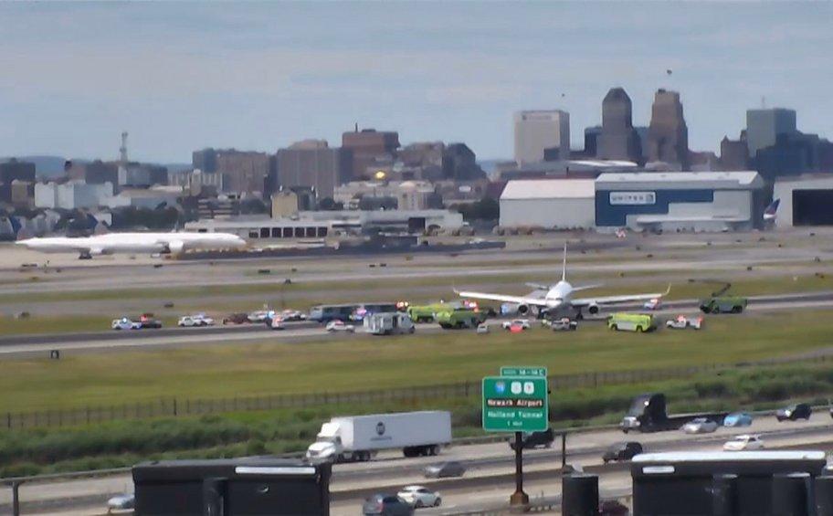 Εκλεισε προσωρινά το αεροδρόμιο Νιούαρκ της Νέας Υόρκης -Αεροσκάφος βγήκε εκτός διαδρόμου