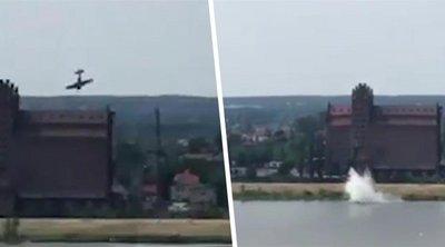 Συγκλονιστικό βίντεο: Καρέ καρέ η πτώση αεροσκάφους σε ποτάμι