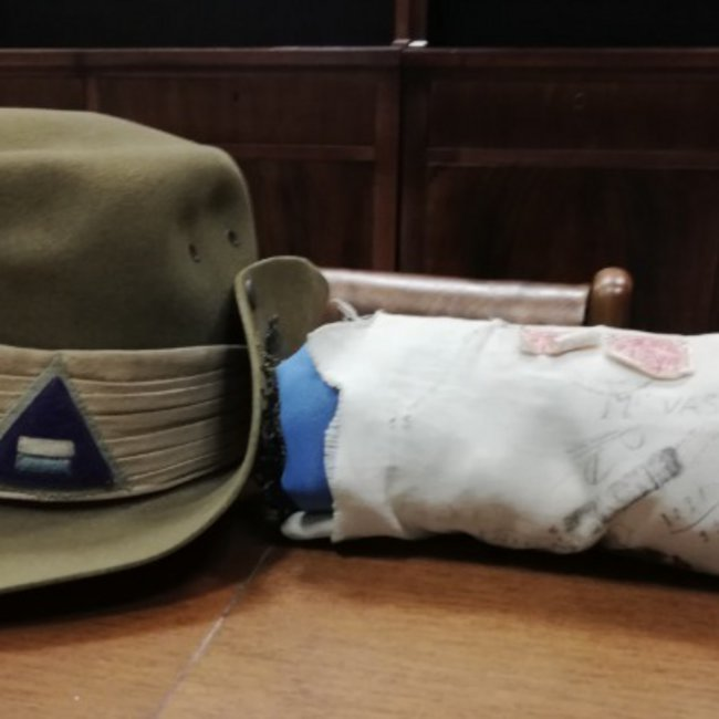 Η ιστορία του Αυστραλού στρατιώτη και της ελληνικής σημαίας - Την προστάτευσε για να μην πέσει στα χέρια των ναζί, έγινε το φυλαχτό του