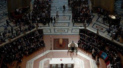 Ιταλία: Χιλιάδες κόσμου είπαν το ύστατο χαίρε στον μεγάλο Ιταλό σκηνοθέτη Φράνκο Τζεφιρέλι