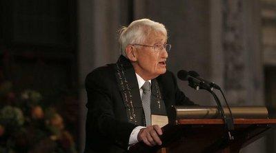 Ο διανοούμενος Γιούργκεν Χάμπερμας γίνεται 90 ετών και ετοιμάζει ένα βιβλίο με θέμα την πίστη και τη γνώση