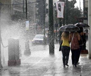 Έντονα καιρικά φαινόμενα στην Αττική - Καταιγίδες και χαλάζι ακόμα και στο κέντρο της Αθήνας