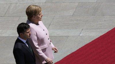Ανησυχία στη Γερμανία για τη Μέρκελ - Εμφανίστηκε να τρέμει κατά την διάρκεια επίσημης τελετής