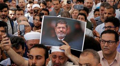 Χιλιάδες άνθρωποι προσεύχονται στη μνήμη του Μόρσι στην Κωνσταντινούπολη και την Άγκυρα