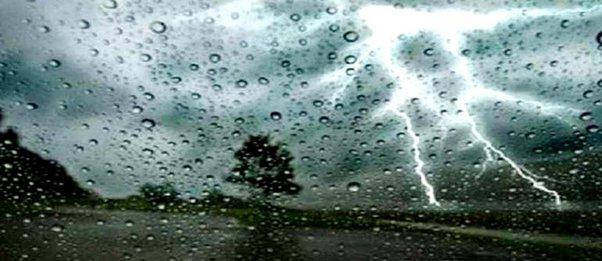 Ισχυρές καταιγίδες με χαλάζι και στην Αττική το μεσημέρι