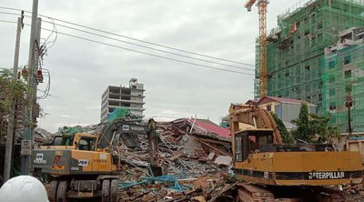 Καμπότζη: Στους 28 οι νεκροί από την κατάρρευση ενός υπό κατασκευή κτιρίου, 2 άνδρες βρέθηκαν ζωντανοί στα συντρίμμια