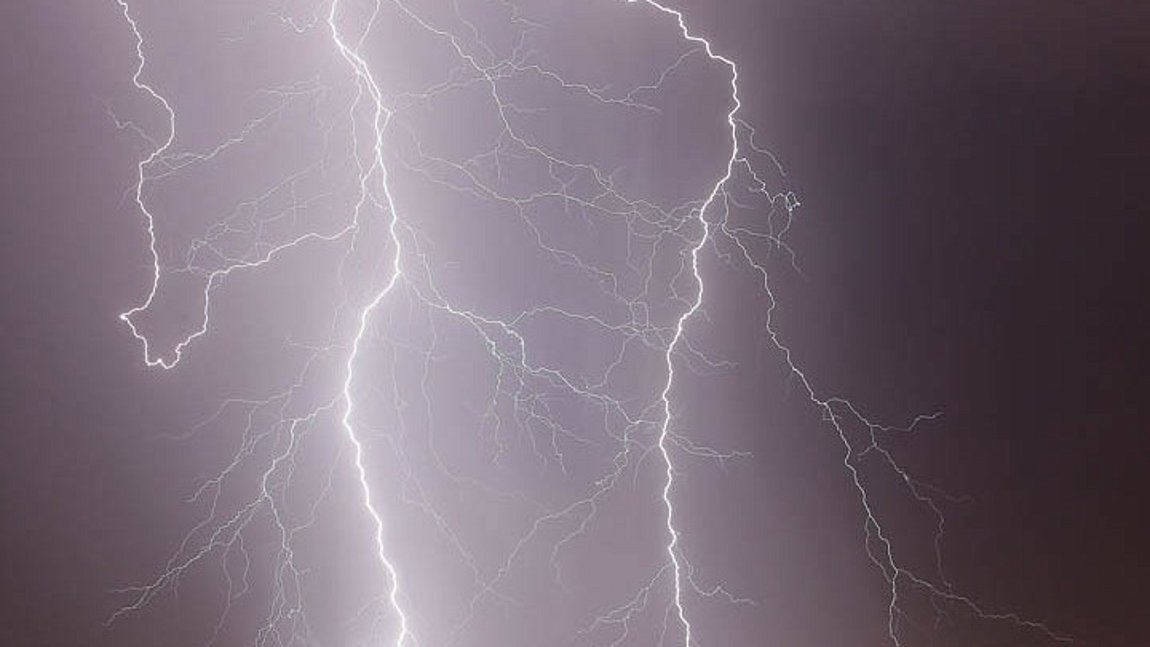 Με ισχυρές βροχές και καταιγίδες έρχεται ο «Αντίνοος» μέχρι την Τετάρτη - Ποιες περιοχές θα επηρεάσει (VIDEO)