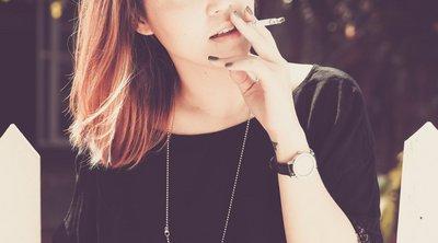 Έρευνα: Σημαντικά υψηλότερος ο κίνδυνος εμφράγματος για καπνίστριες κάτω των 50 ετών